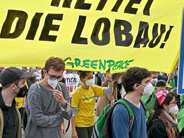 Umweltaktivisten blockierten Julius-Raab-Platz in Wien
