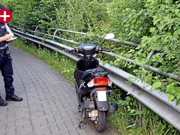 Mit Mofa unterwegs: Siegen: 14-Jährige bei Mofa-Unfall ohne Helm schwer verletzt