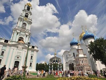 Vor den Toren Moskaus wollen alle nur ins Kloster