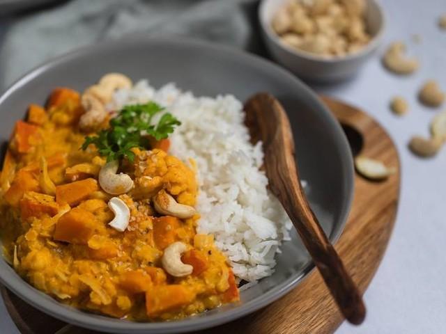 Perfekt für den Herbst: Rezept für wärmendes Kürbis-Linsen-Curry