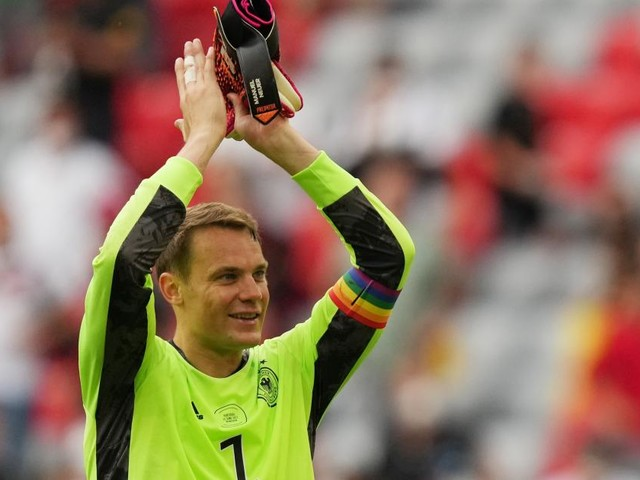 Heiße Diskussion: Neuers Regenbogen-Binde fordert die UEFA heraus