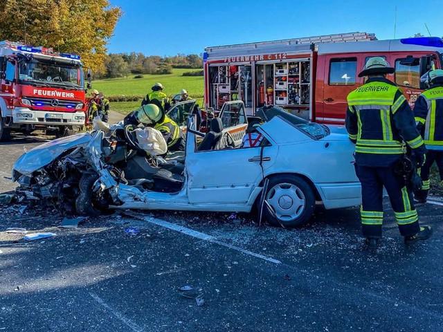 Unfall bei Weil der Stadt: Vier Verletzte nach schweren Frontalzusammenstoß