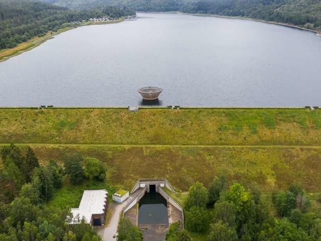 Harz: Mann will Innerstetalsperre durchschwimmen - dann kommt es zum Drama