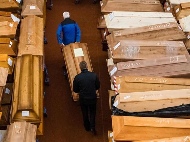 """""""Namen und Gesichter"""": Marke von zwei Millionen Corona-Toten erreicht"""