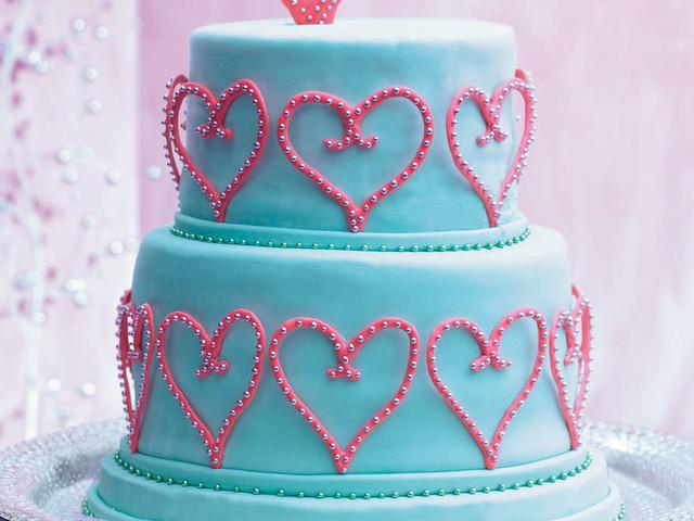 Brautpaar schneidet Torte an und ist geschockt - Hochzeit sofort ruiniert