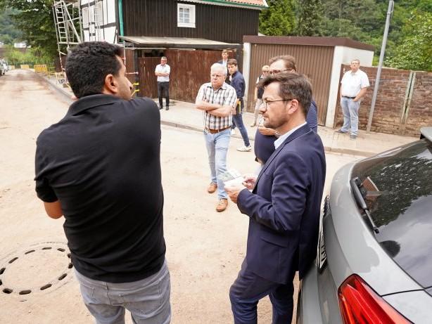 Nach der Flutkatastrophe: Hohenlimburg: SPD-Landeschef besucht betroffene Flutgebiete