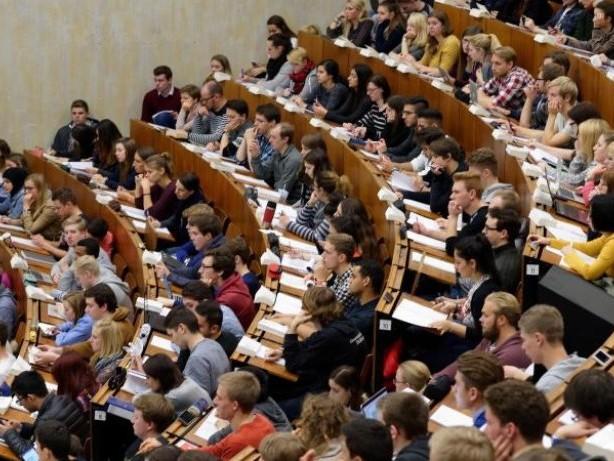 Auch berufsbegleitend: Neue Masterstudiengänge in Eichstätt, Esslingen und Köln