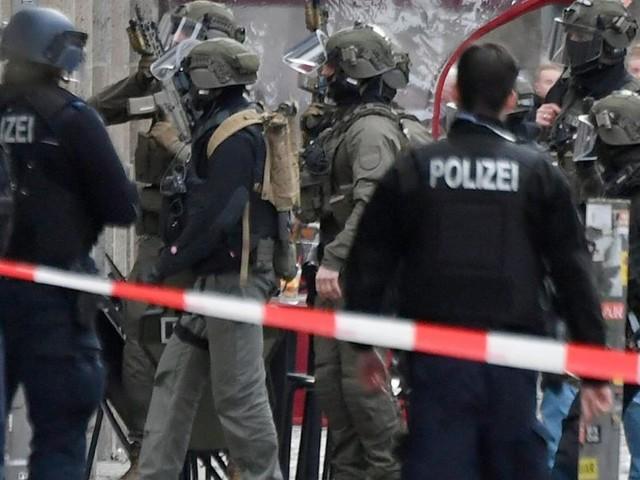 Starbucks überfallen? Schüsse am Checkpoint Charlie
