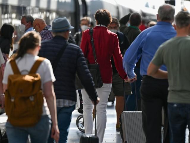 Auch per Bahn und Auto: Ab Sonntag gilt die Testpflicht für Reiserückkehrer ab 12 Jahren: Was Sie wissen müssen