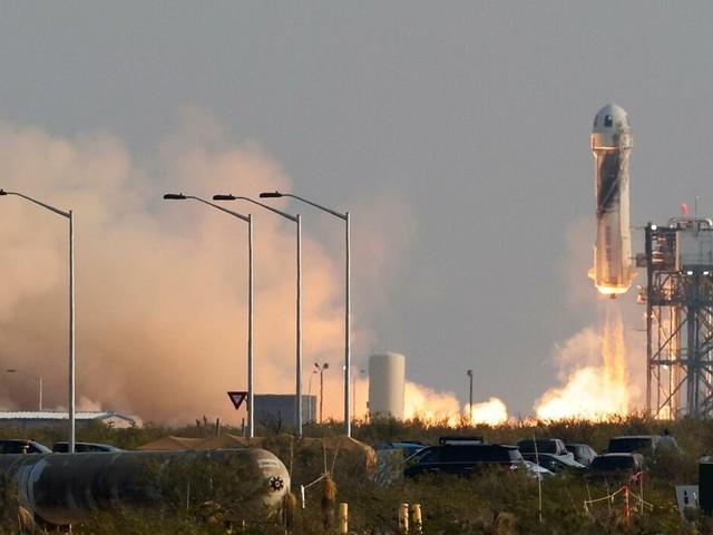 Amazon-Gründer: Jeff Bezos nach All-Ausflug wieder auf der Erde gelandet