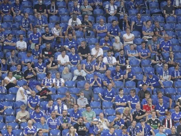 FC Schalke 04: Hohe Nachfrage: Schalke stellt den Dauerkartenverkauf ein