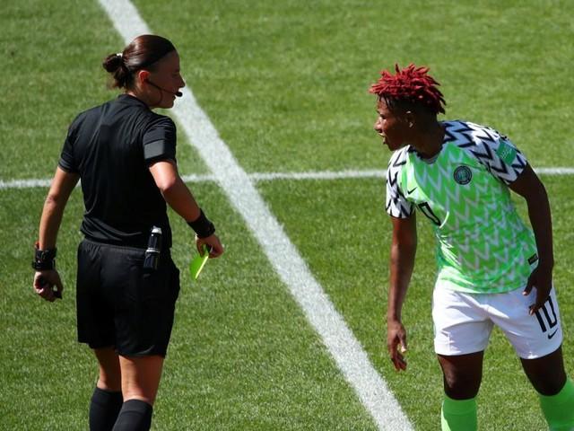 Kurioser Rollentausch: Von der WM-Spielerin zur -Schiedsrichterin