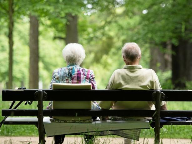 Hitzewelle: Extrem-Hitze: Das müssen Senioren und Herzkranke beachten