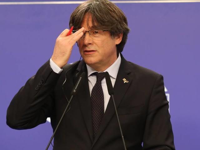 Polizei wartete schon am Flughafen: Kataloniens Ex-Regierungschef Puigdemont in Italien verhaftet