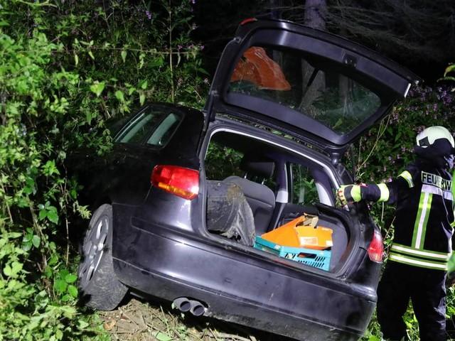 In Hennef-Dahlhausen: Autofahrer kommt auf L125 von Fahrbahn ab und landet in Böschung