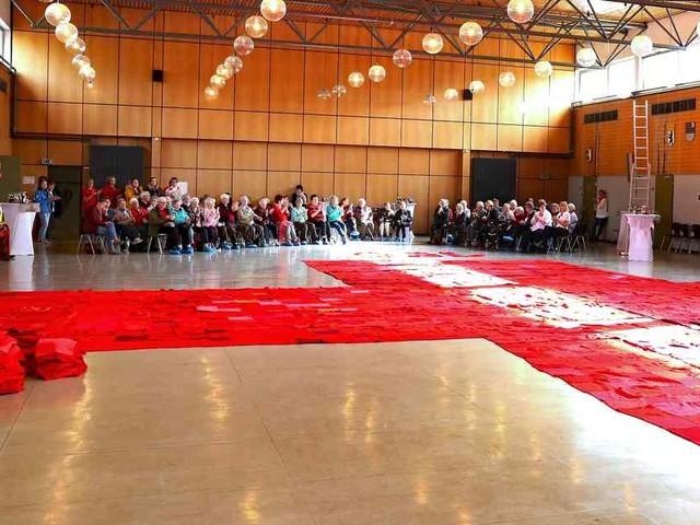 Rekord: DRK-Jubiläum im Eifelkreis: das größte rote Kreuz der Welt.