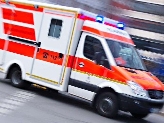Bei Almabtrieb in Tirol - Deutscher fährt im Urlaub in Menschengruppe - vier Menschen schwer verletzt
