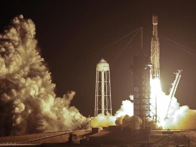 SpaceX-Rakete bringt 24 Satelliten ins All