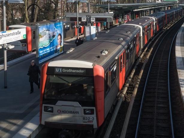 Unfall in Rotherbaum: Zug prallt in U-Bahn-Schacht gegen Rohr – drei Verletzte