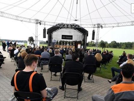 Bewegende Gedenkfeier für Opfer der Explosion in Leverkusen