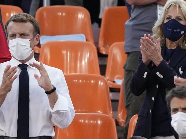 Sommerspiele in Tokio: lässiger Faustgruß zwischen Macron und Jill Biden