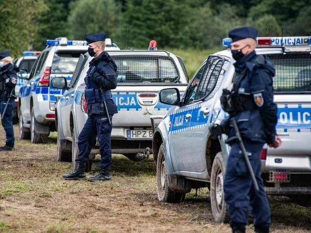 """Grenze zu Belarus: Tote Migranten: Polen wirft Minsk """"organisierte Aktion"""" vor"""