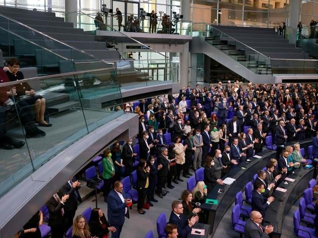 Neuer Bundestag versammelt sich: Schäuble mahnt Wahlrechtsreform an