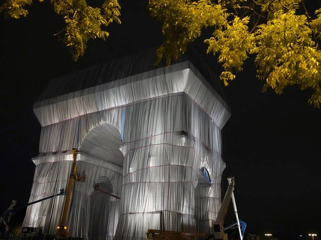 Letztes Geschenk an Paris: Christos und Jeanne-Claudes verpackter Triumphbogen