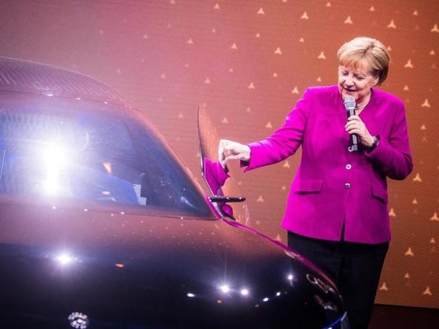 Für neue Mobilität: Merkel fordert schnellen Ausbau der Infrastruktur