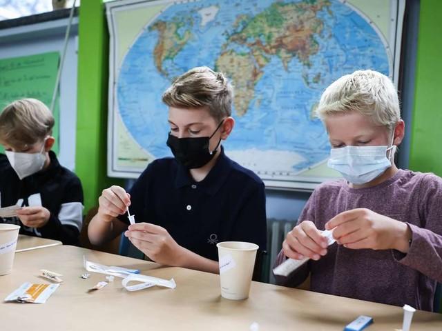 Steigende Corona-Inzidenz – Lehrerverband fordert Rückkehr zur Maskenpflicht an Schulen