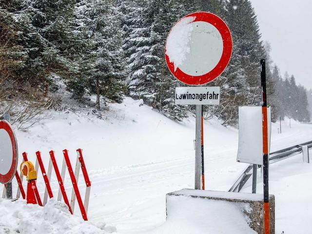 Winterchaos: 350 Menschen sitzen bei Berchtesgaden fest - Lehrer stirbt bei Skiunfall in Österreich