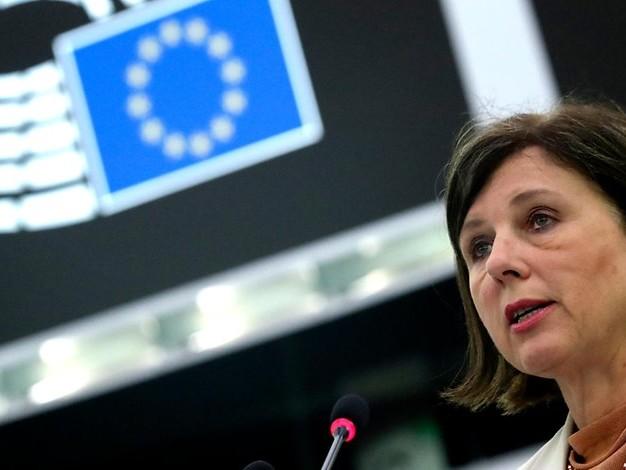 Mehr als 900 Angriffe in 2020: EU-Kommission fordert besseren Schutz für Journalisten