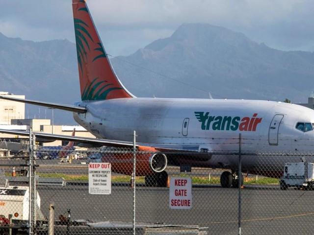 Pilot lebensgefährlich verletzt: Boeing 737 musste auf dem Wasser notlanden
