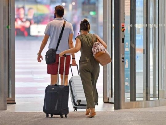 Corona-Pandemie - Bund bereitet verschärfte Test-Pflichten bei Einreise vor