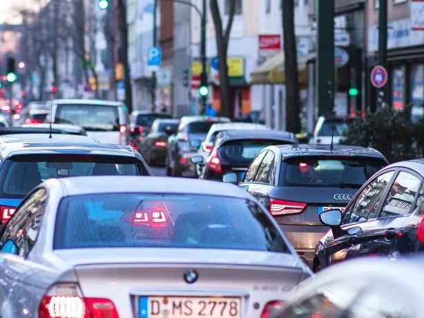 Saubere Luft: Kommt jetzt das Fahrverbot für Diesel-Autos in Düsseldorf?