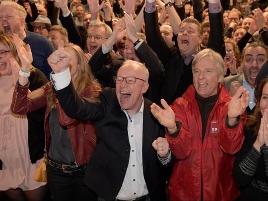 Reaktionen auf Hamburg-Wahl - SPD und Grüne zufrieden, AfD spricht von Ausgrenzungskampagne und Wahlfälschung