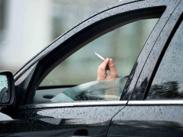 Bald saftige Strafen?: Rauchen im Auto kann bald bis zu 3000 Euro kosten