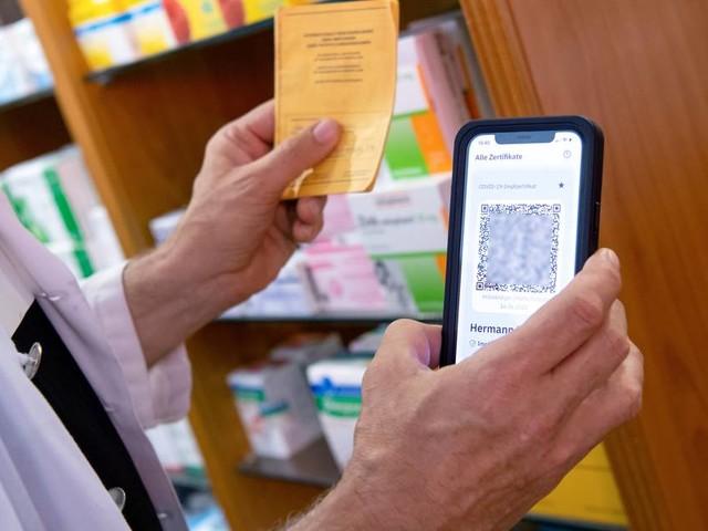 Corona-Pandemie: Digitale Impfzertifikate in einigen Apotheken wieder erhältlich