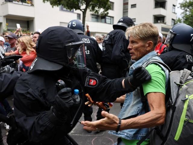 """""""Querdenker"""" marschieren trotz Verbots durch Berlin – Rund 500 Festnahmen"""