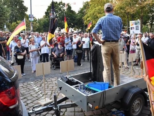 Chemnitz - Einige hundert Menschen bei rechter Demonstration