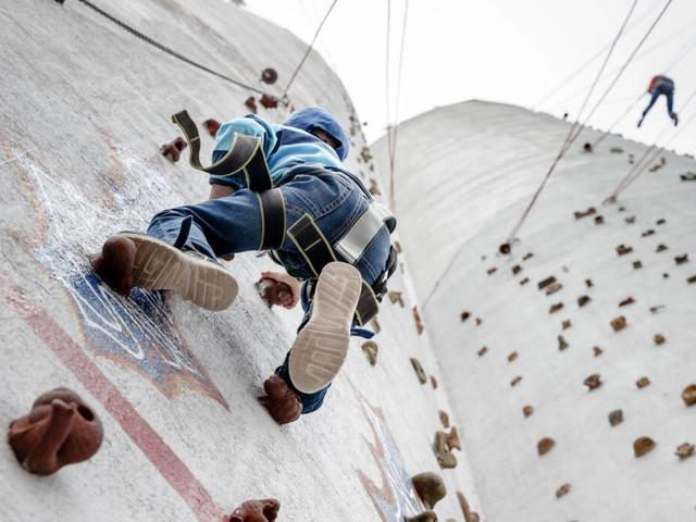 40 Meter hohe Route!: Auf Fehmarn steht die höchste künstliche Kletteranlage Europas