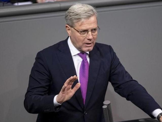 """Bewerbung um CDU-Vorsitz - """"Karriere schien zu Ende zu sein"""": So kommentiert Deutschland den Röttgen-Vorstoß"""
