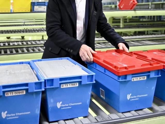 Impfstoff: Erste Lieferung von Astra Zeneca in Österreich angekommen