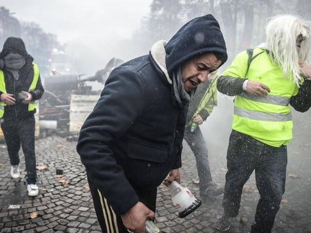 Protest gegen Macrons Reformen: Pariser Polizei feuert Tränengas auf Demonstranten