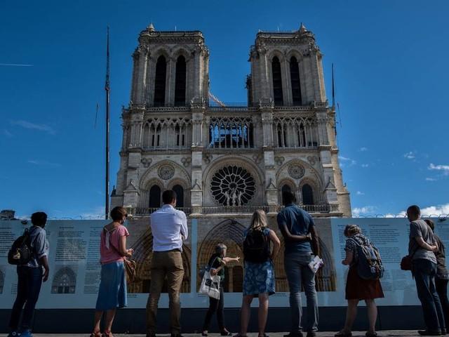 Vorplatz abgesperrt: Weiter überhöhte Bleiwerte vor Notre-Dame