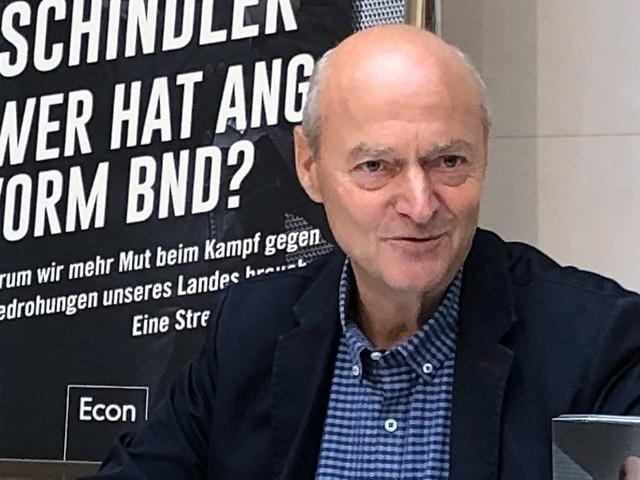 Schindler schießt gegen Merkel: Ex-BND-Chef kritisiert Flüchtlingspolitik