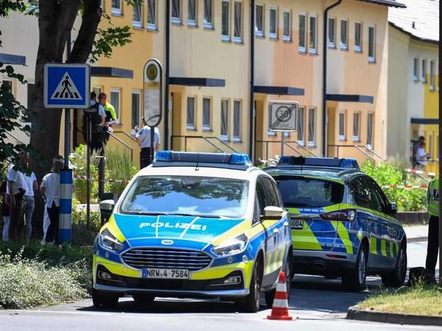 Zwei Tote nach Schüssen in Espelkamp in Nordrhein-Westfalen - Täter auf der Flucht