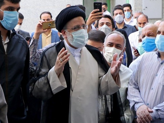 Iran - Ultrakonservativer Präsident Raisi ins Amt eingeführt
