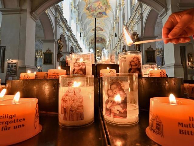 Junge Katholiken erwägen Gott künftig mit Gendersternchen zu schreiben