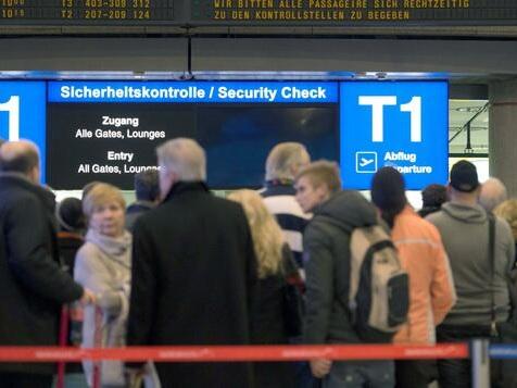Rund 180.000 Flugreisende von Warnstreiks betroffen